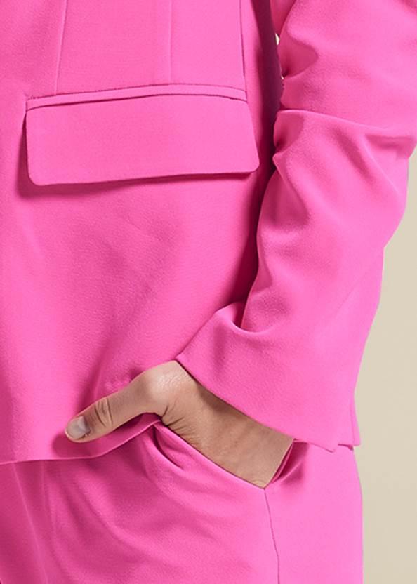 Detail front view Short Suit Set