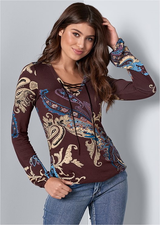 PAISLEY PRINT TOP,COLOR SKINNY JEANS,LASER CUT BOOTIE