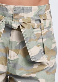 Detail front view Belted Camo Shorts