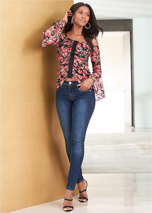 COLOR SKINNY JEANS,FLORAL LACE TOP,EMBELLISHED STRAPPY HEEL,RHINESTONE DETAIL HOOPS
