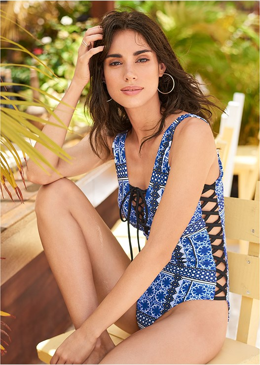 POOLSIDE ONE-PIECE,TIE DYE COVER-UP JUMPSUIT,CIRCULAR STRAW TOTE BAG