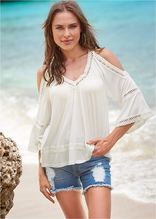 COLD SHOULDER LACE TRIM TOP,HAMMERED METAL EARRINGS