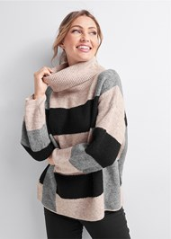 Detail front view Color Block Turtleneck
