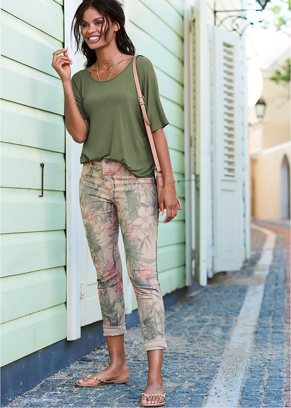 Reversible Jeans,Racerback Basic Top,Studded Flip Flops,Layered Long Necklace,Bead Detail Crochet Bag