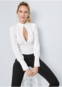 ruched keyhole detail top