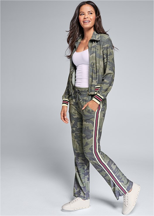 CAMO PANT LOUNGE SET,SEAMLESS CAMI,NAKED T-SHIRT BRA,PEARL DETAIL SNEAKERS