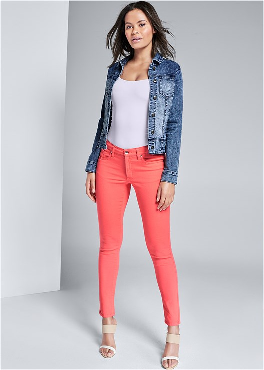 COLOR SKINNY JEANS,JEAN JACKET,SEAMLESS CAMI,COLOR BLOCK MULES