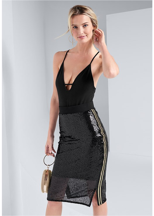 SEQUIN MIDI SKIRT,STRAPPY DETAIL BODYSUIT,HIGH HEEL STRAPPY SANDALS,HOOP DETAIL EARRINGS,RING HANDLE CIRCLE CLUTCH