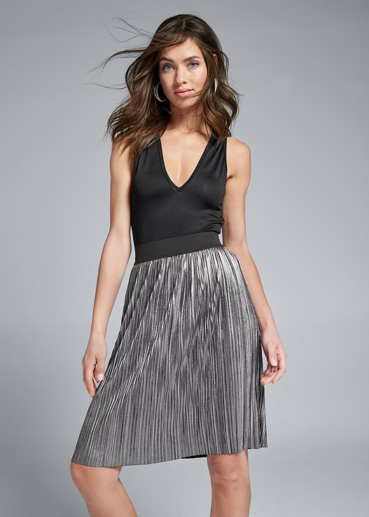 PLEATED METALLIC MIDI SKIRT,HIGH HEEL STRAPPY SANDALS