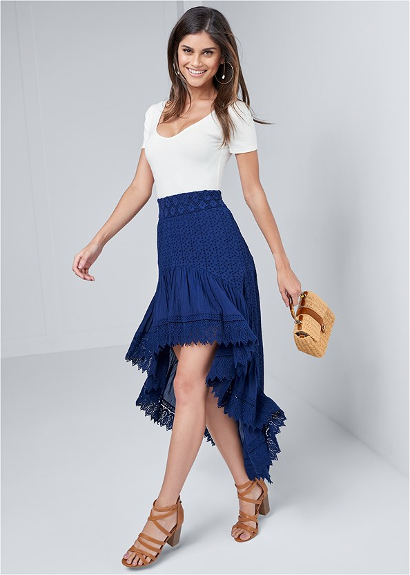 High Low Eyelet Skirt,Scoop Neck Bodysuit,Wicker Straw Bag