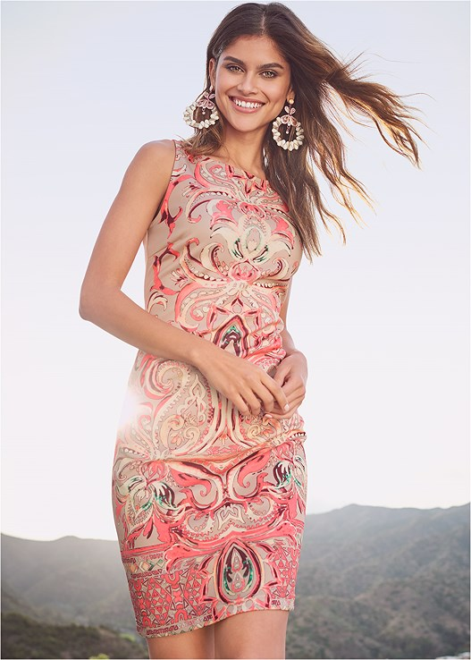 PRINTED BODYCON DRESS,HIGH HEEL STRAPPY SANDALS,STATEMENT EARRINGS