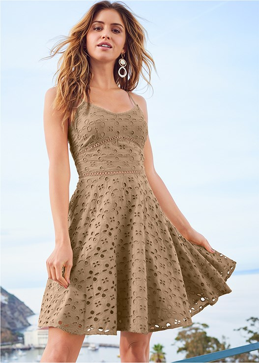 EYELET DRESS,RAFFIA DETAIL HEELS,LONG CIRCLE EARRINGS
