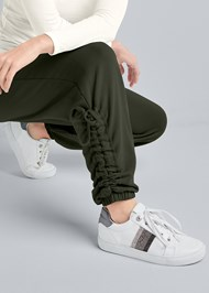 Detail front view Embellished Striped Sneaker