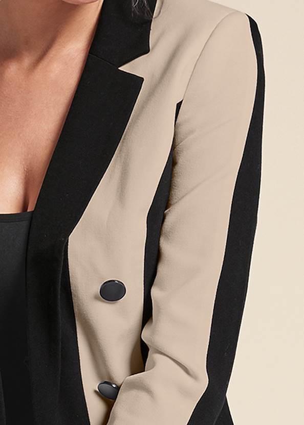 Detail front view Color Block Long Blazer
