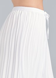 Detail side view Pleated Pants