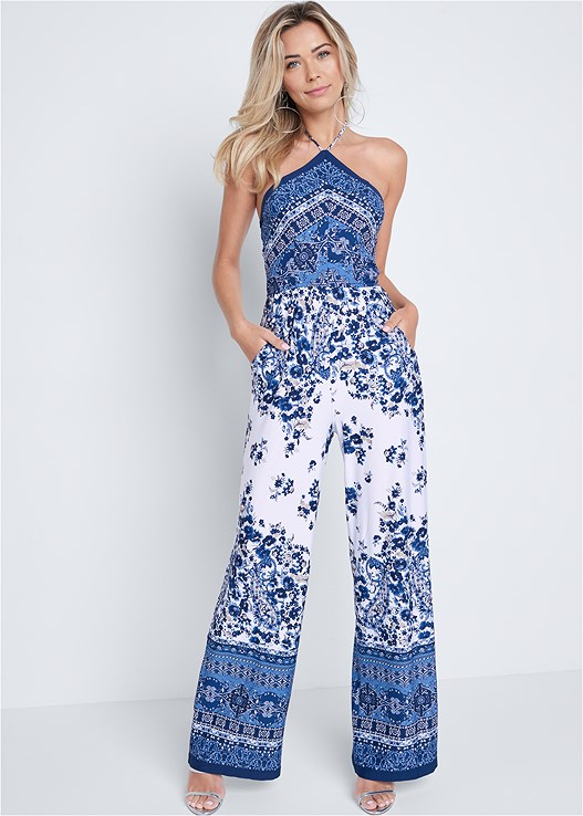 PAISLEY PRINT JUMPSUIT,HIGH HEEL STRAPPY SANDALS,HAMMERED METAL BANGLE SET,FRINGE EARRINGS