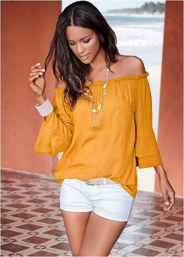 Tiered Sleeve Top,Frayed Cut Off Jean Shorts,Triangle Hem Jeans,Peep Toe Mules