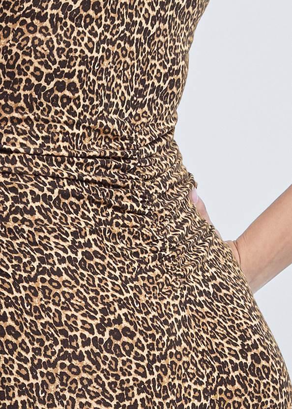 Detail back view V-Neck T-Shirt Dress
