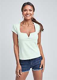 Cropped front view Square Neck V-Wire Top