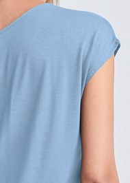 Detail back view Casual Tee