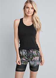 Cropped front view Camo Active Shorts Set