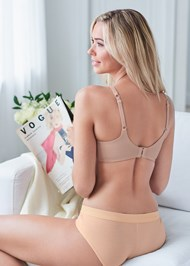 Cropped back view Seamless Unlined Bra