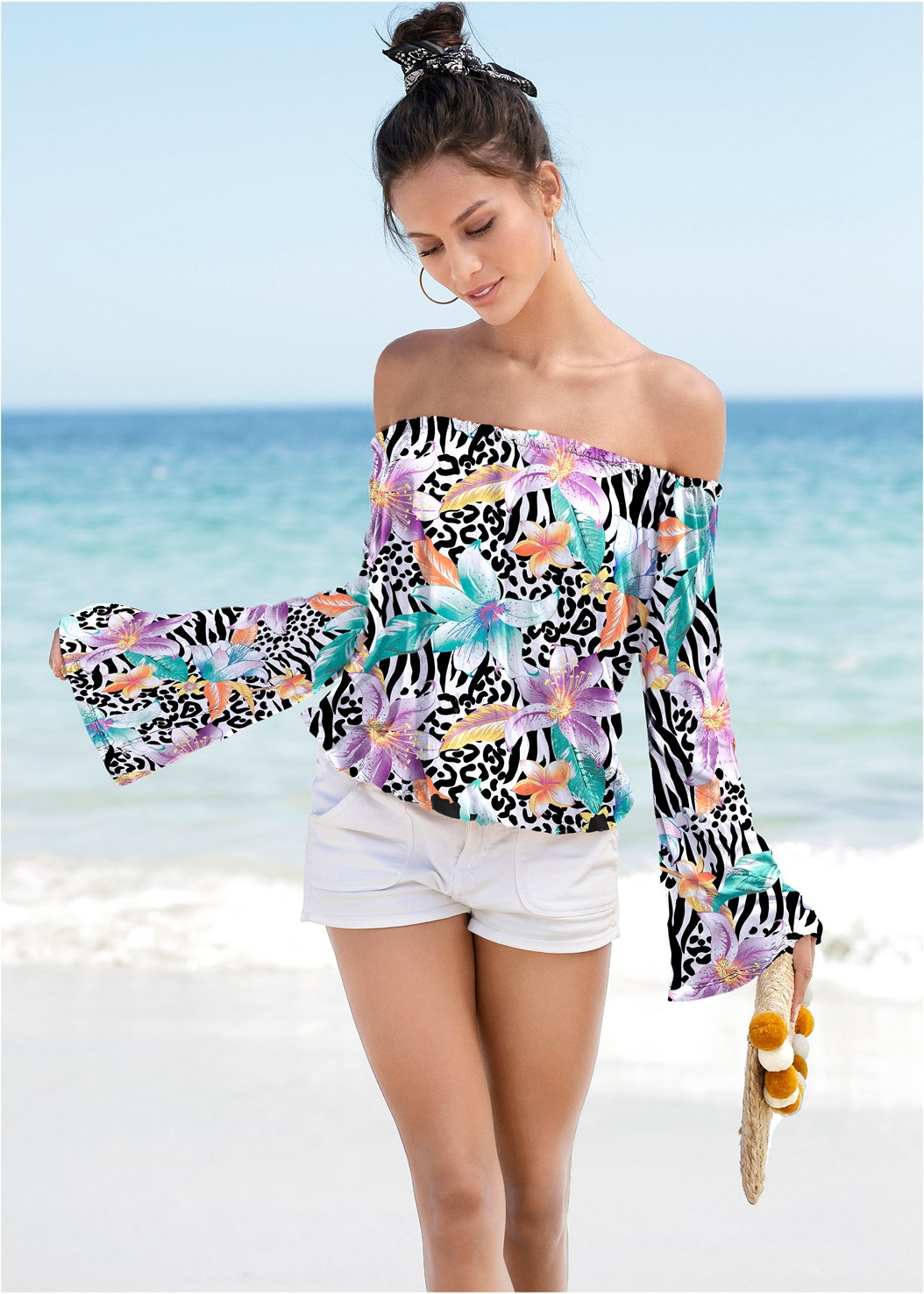 Flare Sleeve Printed Top,Frayed Cut Off Jean Shorts,Studded Flip Flops