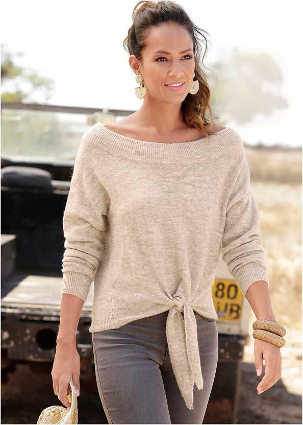 Tie Front Sweater,Ankle Detail Leggings,Chain Strap Sandal,Raffia Tassel Shell Clutch
