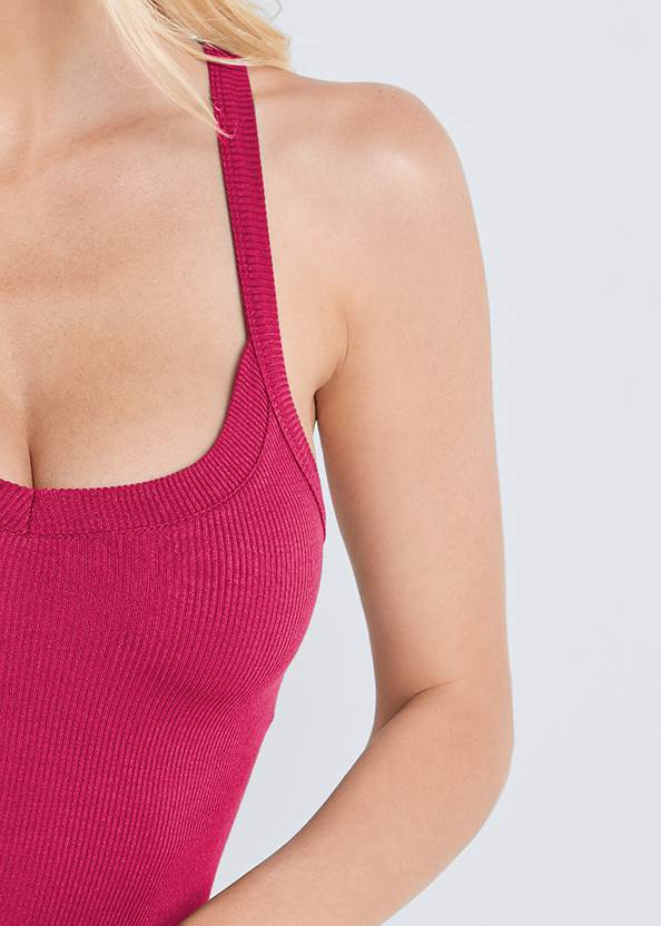 Detail front view Ribbed Basic Sleeveless Top