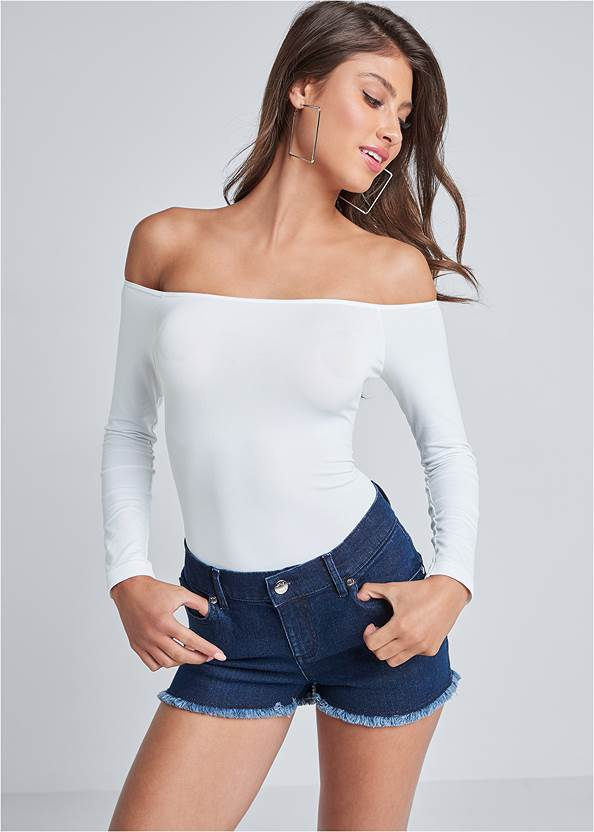 Off-The-Shoulder Top,Rhinestone Detail Jeans,Bum Lifter Jeans,Mid Rise Color Skinny Jeans,Sexy Ankle Strap Heels,High Heel Strappy Sandals,Tiger Detail Earrings,Animal Chain Crossbody Bag,Embellished Waist Belt