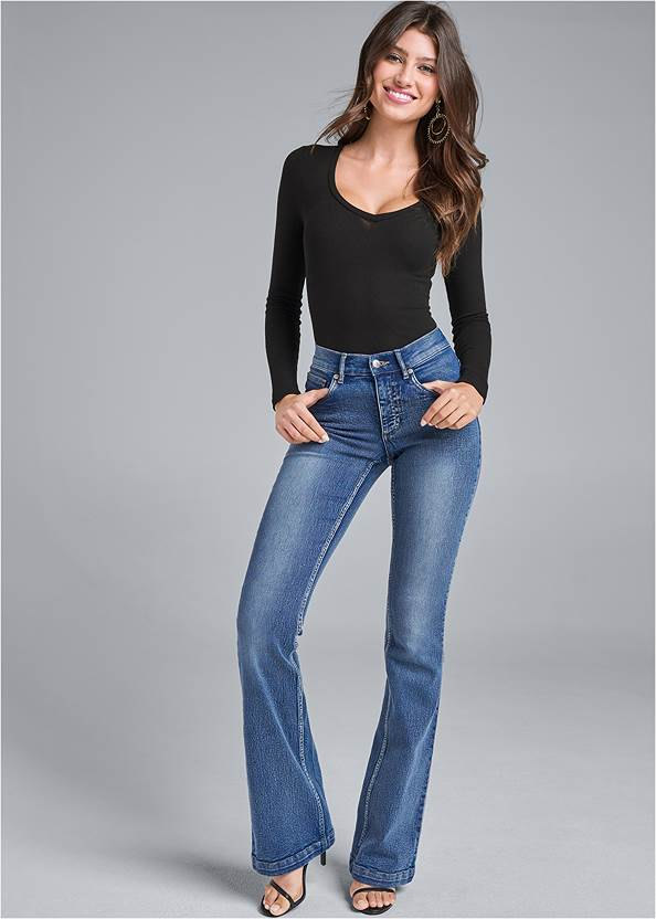Casual Bootcut Jeans,Ribbed Basic Top,High Heel Strappy Sandals,Hoop Detail Earrings,Chain Link Earrings,Shell Detail Long Necklace,Two-Tone Crossbody Bag