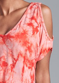 Detail front view Tie Dye High Low Top