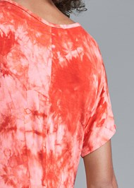 Detail back view Tie Dye High Low Top