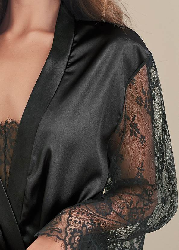 Detail front view Robe And Bodysuit Set