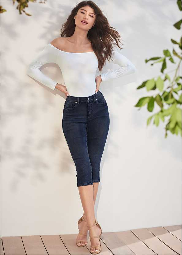 Color Capri Jeans,Off The Shoulder Top,High Heel Strappy Sandals,Beaded Earrings,Stud Detail Crossbody