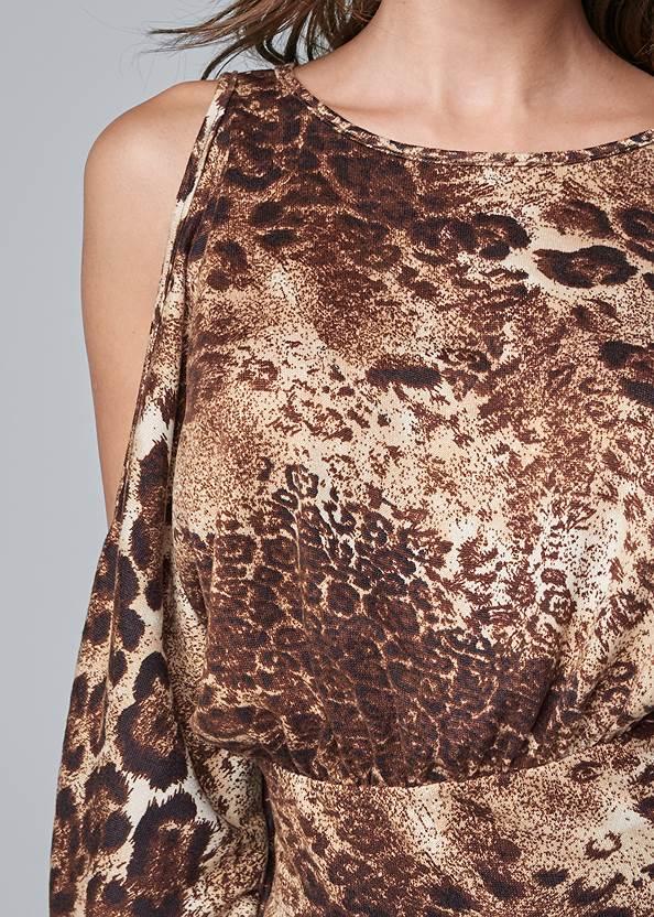 Detail front view Leopard Cold Shoulder Top