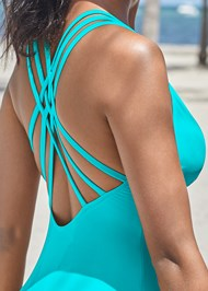 Detail back view Strappy Back 1Pc