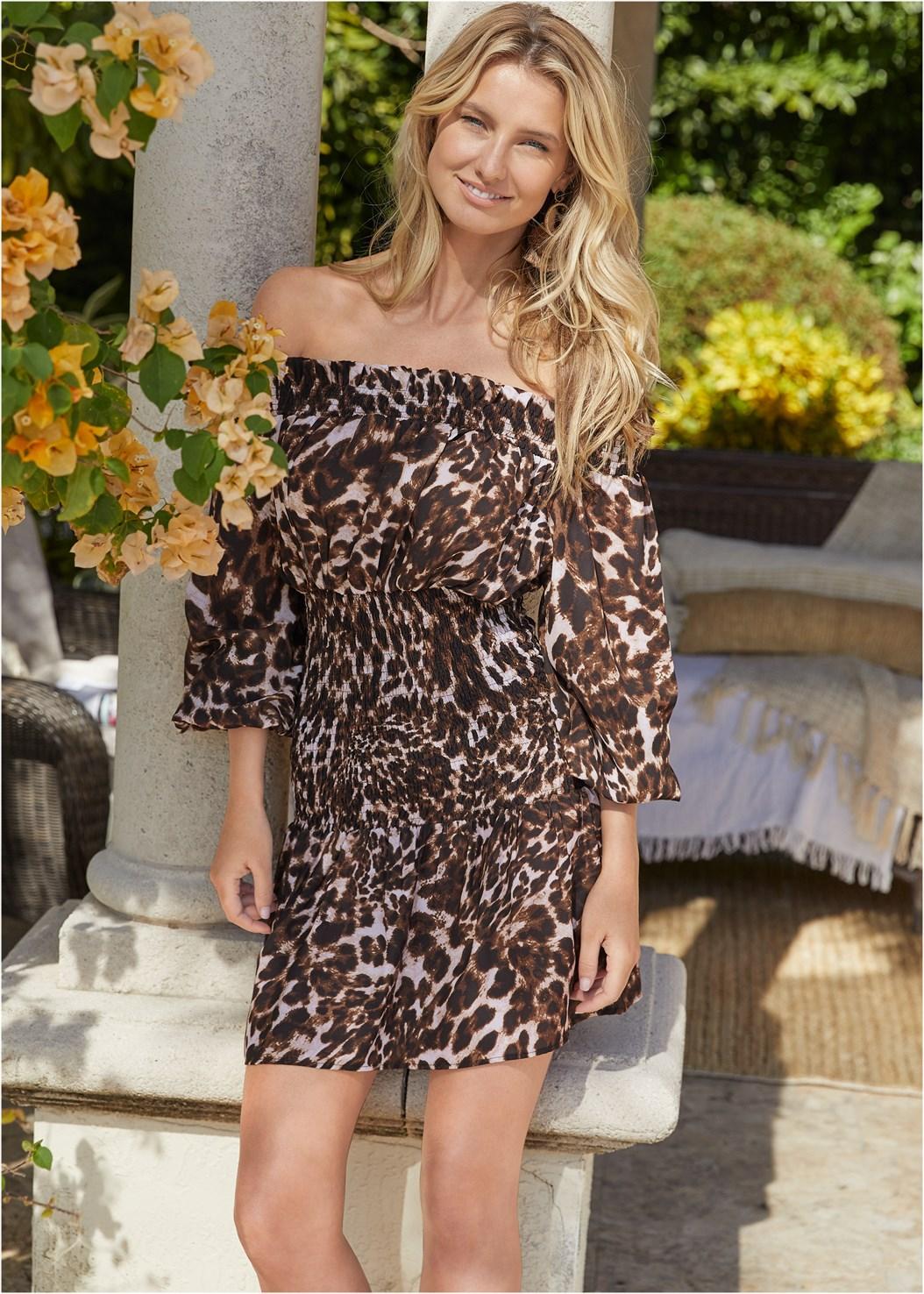 Leopard Smocked Dress,Pearl™ By Venus Strapless Bra,Thong Strap Kitten Heel,Tortoise Fringe Earrings
