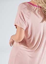 Detail back view Graphic Sleep Shirt