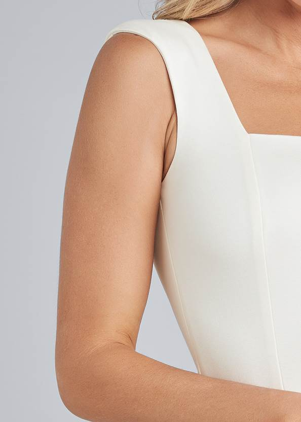 Detail front view Square Neck Sleeveless Top