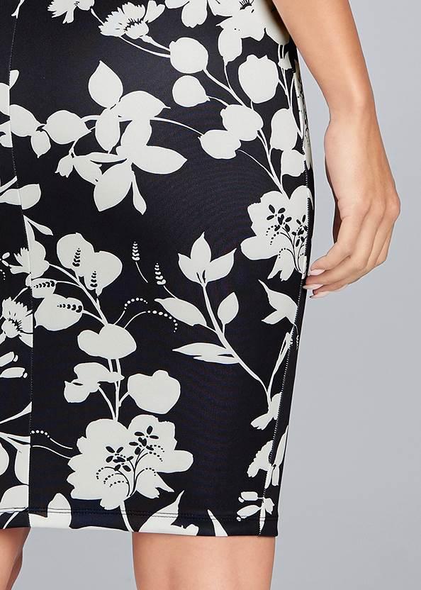 Detail back view Floral Mock Neck Midi Dress