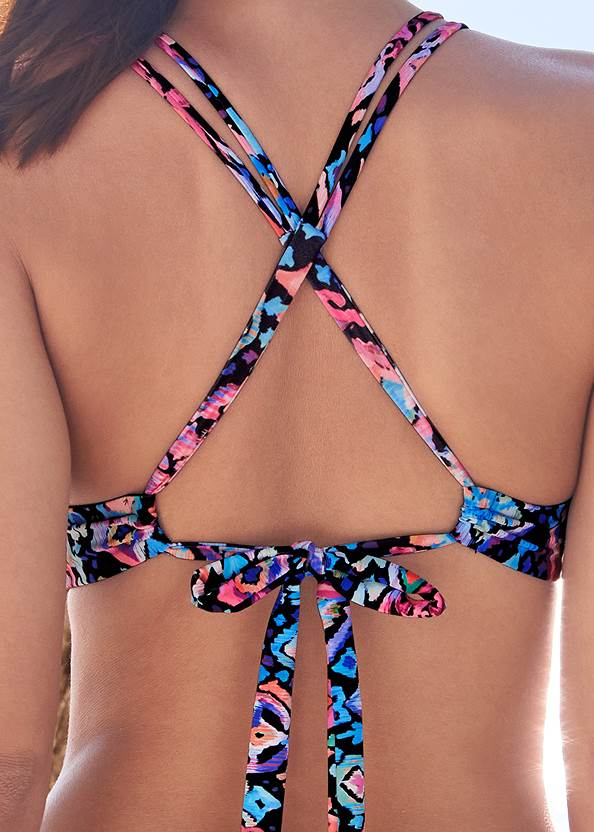 Detail back view Tassel Triangle Top