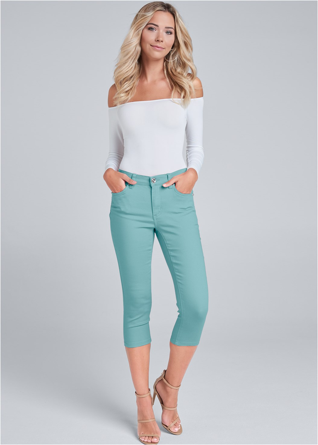Color Capri Jeans,Back Detail Top,Statement Earrings,Mid Rise Slimming Stretch Jeggings