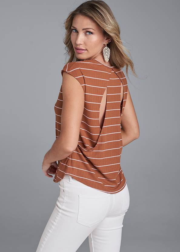 Striped Top,Color Capri Jeans,Elastic Waistband Jeans,Perforated Ring Heels,Twist Handle Satchel Bag