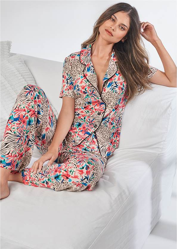 Cropped front view Notch Collar Sleep Set