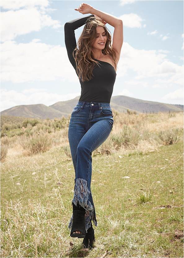 Frayed Hem Jeans,One-Shoulder Seamless Top,Seamless Cut Out Top,Circle Detail Booties,Whipstitch Peep Toe Booties,Raffia Hoop Earring Set,Double Buckle Belt