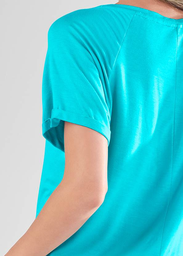 Detail back view Graphic Sleep Shirt
