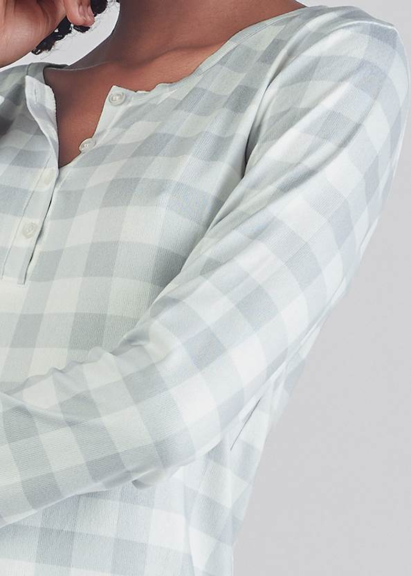 Detail front view Henley Pullover Nightshirt