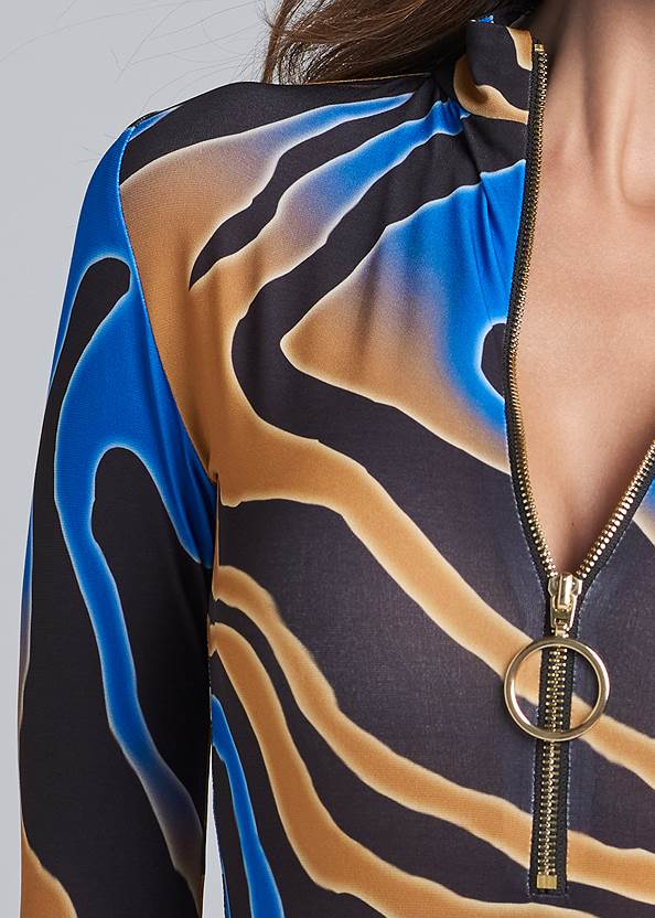 Detail front view Multicolor Tiger Print Top