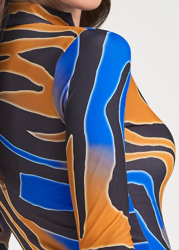 Detail back view Multicolor Tiger Print Top
